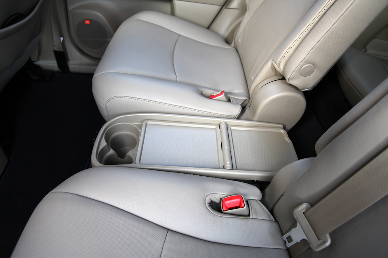 captains chairs toyota highlander what 2014 vehicles captains chairs in second row make room. Black Bedroom Furniture Sets. Home Design Ideas