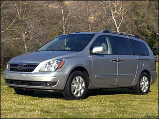 2008 hyundai entourage mini van