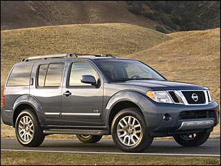 Nissan Pathfinder winter driving