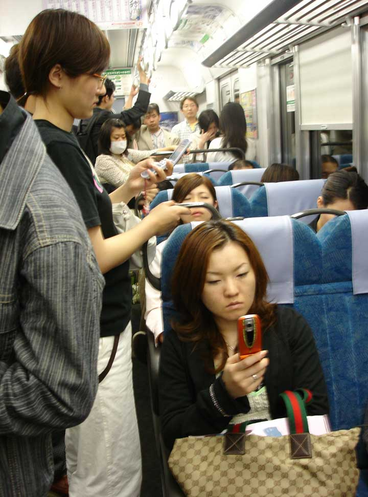 Japanese mobile phone gaming