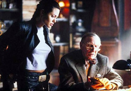 Is that Indiana Jones as an old man instructing Lara Croft?