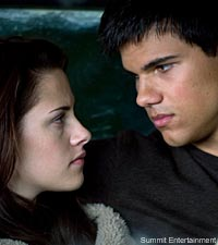 Kristen Stewart and Taylor Lautner in Twilight: New Moon