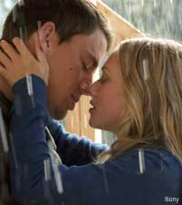 Channing Tatum and Amanda Seyfried in Dear John