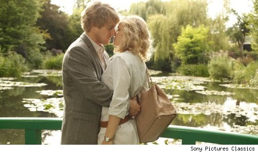 owen wilson rachel mcadams midnight paris 1311977166 How Did Midnight in Paris Become Woody Allens Top Grossing Movie?