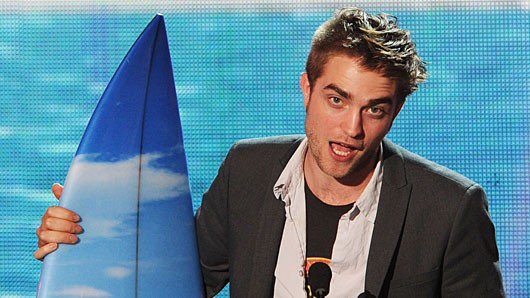120630407 Report: Robert Pattinson to Record an Album, Display Amazing Musical Chops