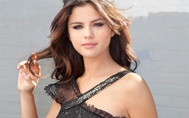 justin bieber in selena gomez who says music video. Selena Gomez and the Scene Who