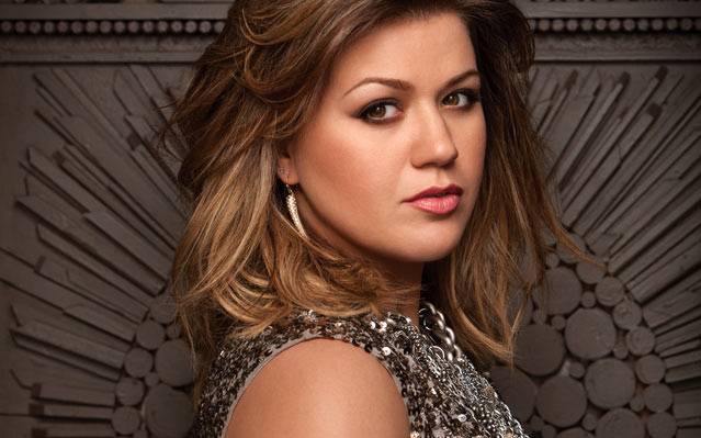 kelly clarkson engagement grammy