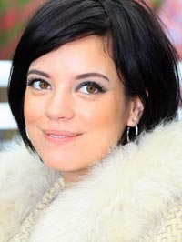 Lily Allen changes stage name