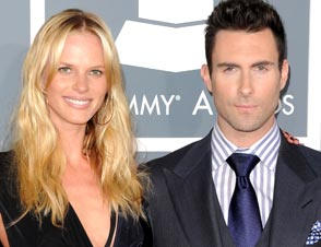 Adam Levine Anne Vyalitsyna Split
