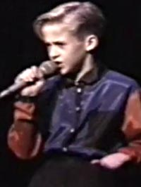 Ryan Gosling 10 years old singing dancing