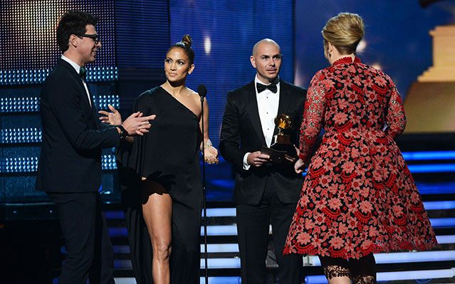 adele jennifer lopez grammy crasher
