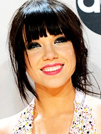 Carly Rae Jepsen Chased by Fans in the Louvre in Paris