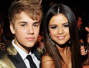 justin selena kiss, back together