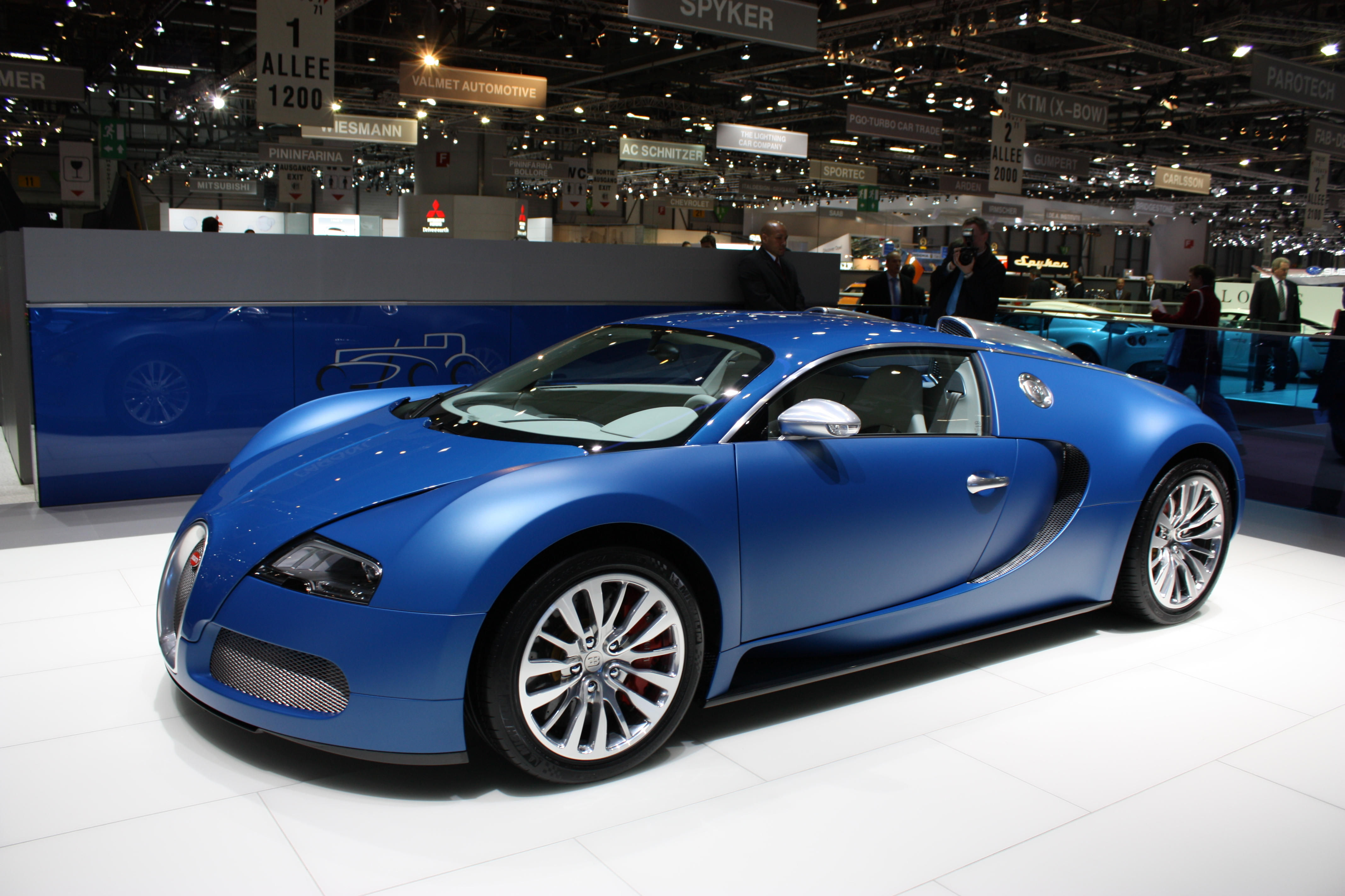 bugatti veyron blue aol cars uk. Black Bedroom Furniture Sets. Home Design Ideas
