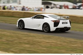 Autoblog drives Lexus LFA up Goodwood hill climb