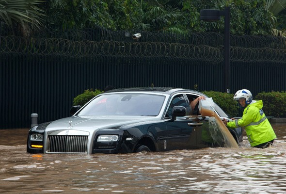 Holly Roller! Flooding in Jakarta leaves unlucky Rolls Royce owner stranded