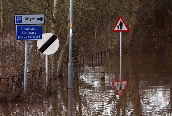 Nearly half of Brits find road signs distracting