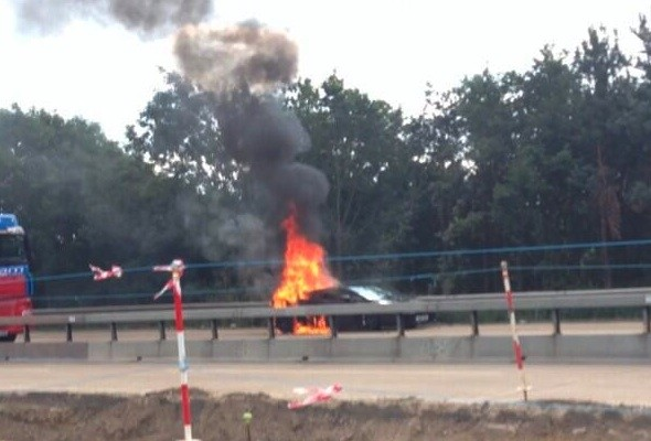Burning Lamborghini brings M25 traffic to a standstill