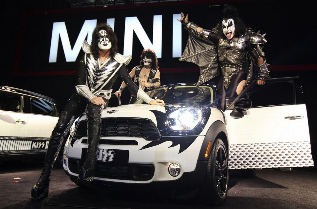 Kiss, Kiss army, Mini, Countryman, Unicef, Spende, New York Auto show 2011, Simmons, Frehley, Ace, Rockband, Celebrity, ebay, auktion, guter Zweck, Stanley