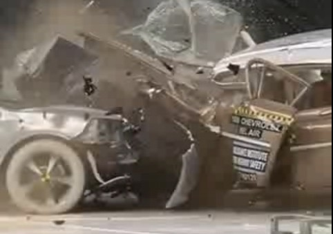 Crash, Unfall, Crashtest, vergleich, Dummy, video