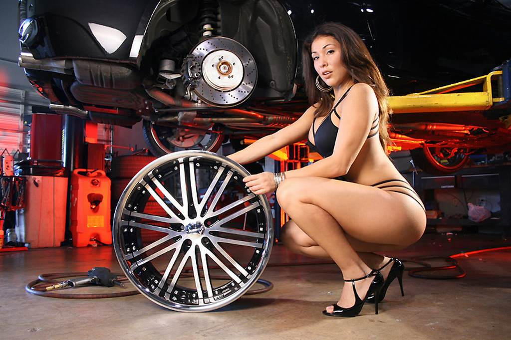 Chrom, featured, Felge, fotoshooting, grid girls, Rad, Sexy girls, Tuner, Tuning, wheels, drall & prall, drall und prall, vossen, sexy, bikini