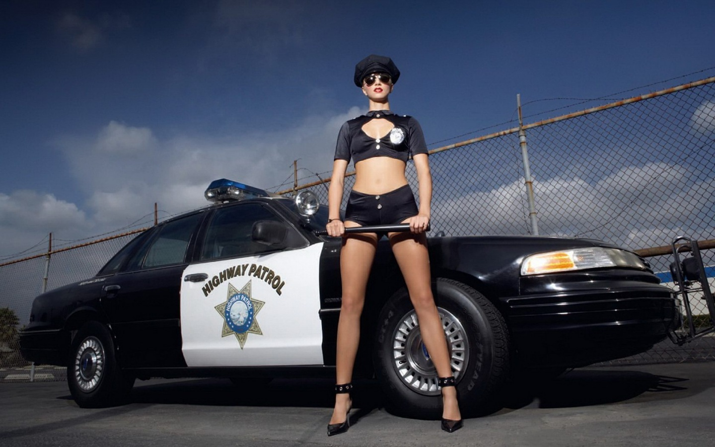 Polizei, sexy, police, dress, uniform, cop, girls, heels, wheels, polizei-Outfit, Bilder, Tuning, Tuning-Polizei