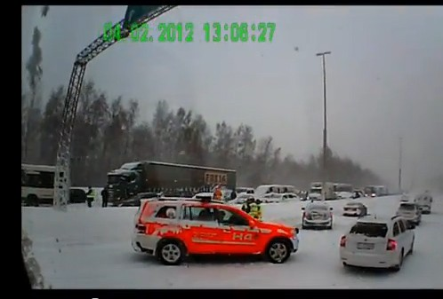 Crash, Video, Helsinki, Finnland,  Massencrash, Unfall, winter, eis, schnell, verletzte, 2012 video, Horrorcrash,Crash-Video