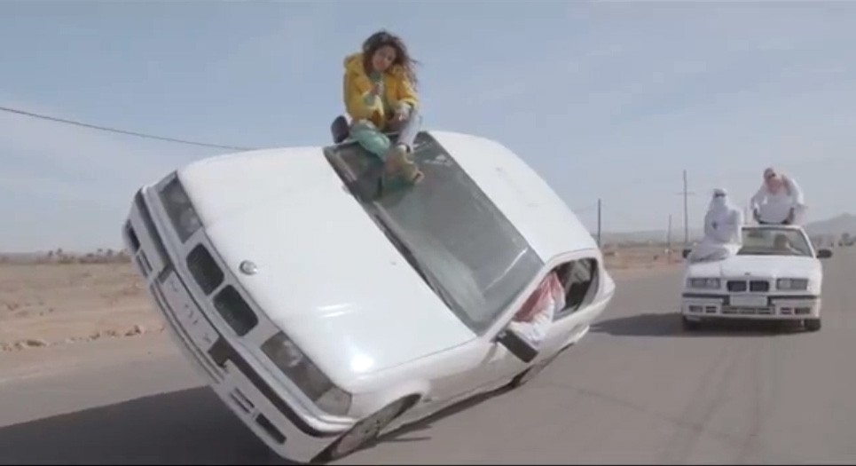 M.I.A. Mathangi Arulpragasam, Maya, Bad Girls, Video, drift, powerslide, saudische sandale, saudi sandals, dance, car stunt, crazy, funny gefährlich, musikvideo, music video, youtube