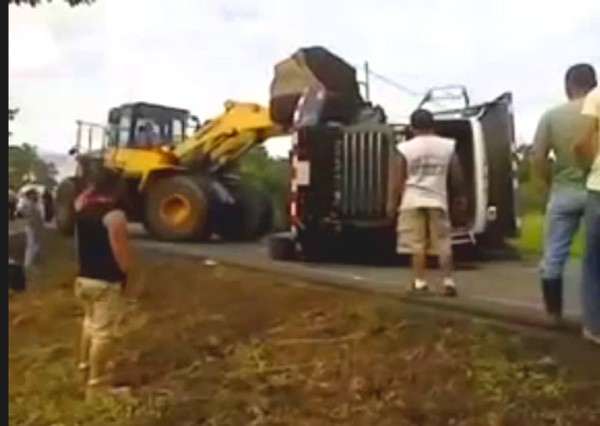 fail, rescue, crane, Bagger, Lastwagen, Unfall, Crash, video, humor, witzig, scheitern, funny, komisch, witzig,  