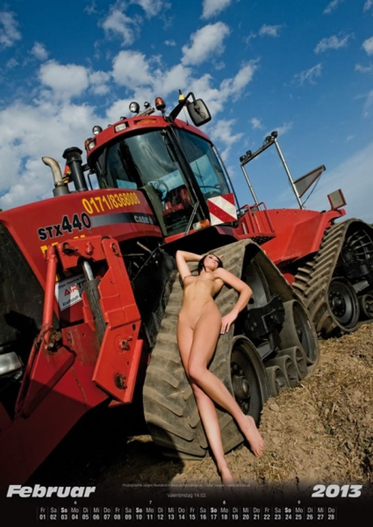 sexy, girls, Landmaschine, Schlepper, Trekker, Traktor, Kalender, Autokalender, Kalender Girls, Jungbuerin, Jungmdel, nackt, babes, cars &amp; girls, high heels, heel, wheels, nackt, 2013. Kalendergirls, Autokalender, Erotischer Landmaschinenkalender 2013