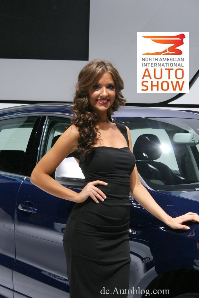 2013, auto show, Autosalon, AutoShow, Babes, cars girls,  Detroit, Detroit auto show 2013, divas, featured, grid girls, heels, Hostess, hot, leg, leg queen, Motorshow, NAIAS,  sexy, sexy girls, wheels, Divas, babes, Booth girl, auto show