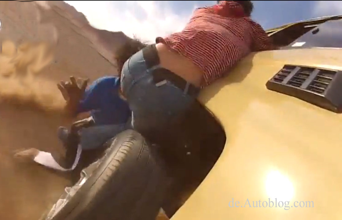 Reifenwechsel, changing wheel while driving, saudi, video, fail, unfall, unglück, video, funny, komisch, lustig witzig