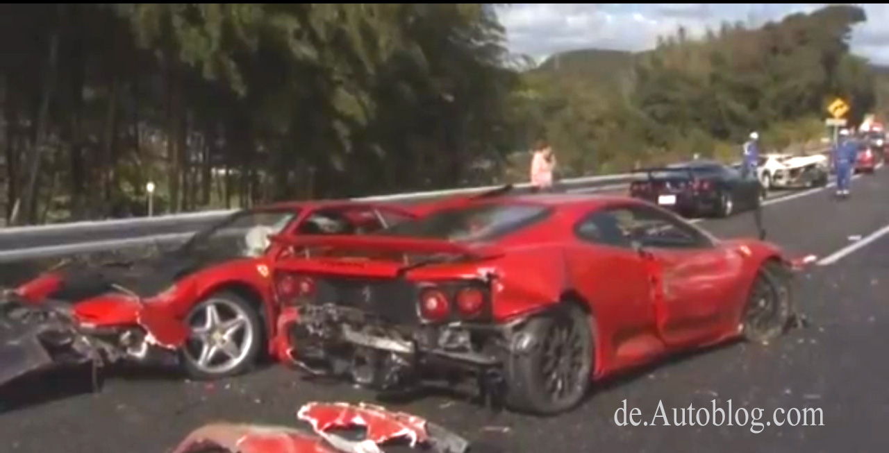 crash, breaking  ferrari, japan, lamborghini, mass crash, pile up,  massen karambolage, mercedes, video, japan, teuerster unfall der welt, massen crash, Polizei