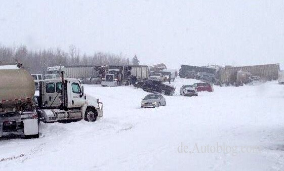 alberta, alberta clipper, car crash, chain-reaction crash, pileup, video, youtube, Massencarsh, Unfall, video, Horrorvideo, verletzte, verletzt, Kanada
