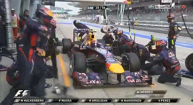 Formel 1, Webber, Malaysia, Boxenstopp, infiniti, infiniti red bull racing, mark webber, mclaren, pit stop, pitstop, record pitstop, sebastian vettel, tire change, video, world record, worlds fastest pitstop, worlds quickest pitstop, Reifenwechsel, Red bull, Malaysia, schnellster Boxenstopp der welt
