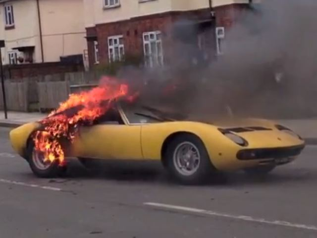 Lamborghini, Lamborghini Miura, Miura, mittelmotor Sportwagen, Lambo, Lambo Miura,   Feuer, Brand, Motorbrand, Flammen, Video