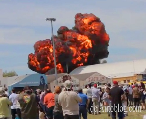 jet, airplane, crash, absturz, madrid, flugshow katastrophe, video, crash, youtube, horror crash, flugzeug absturz, flugzeug, jet,