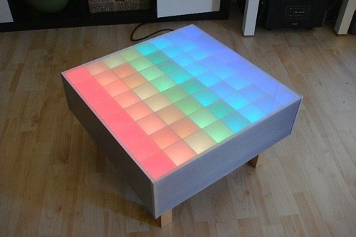stylischer 64 rgb led color wave tisch mit video engadget deutschland. Black Bedroom Furniture Sets. Home Design Ideas
