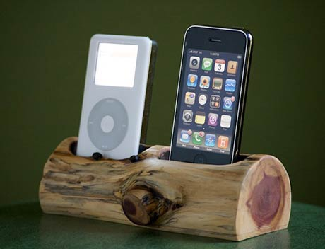 gut holz iphone dock passt auch in die skih tte. Black Bedroom Furniture Sets. Home Design Ideas