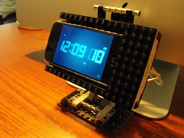 DIY: Lego iPhone Dock