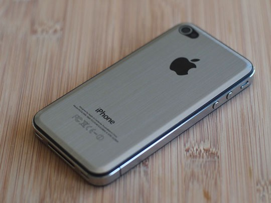 iPhone 5: größeres Display, Formfaktor des iPhone 4, Rückseite aus Liquid Metal?