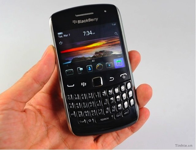 http://www.blogcdn.com/de.engadget.com/media/2011/05/29-blackberry-curve-apollo.jpg