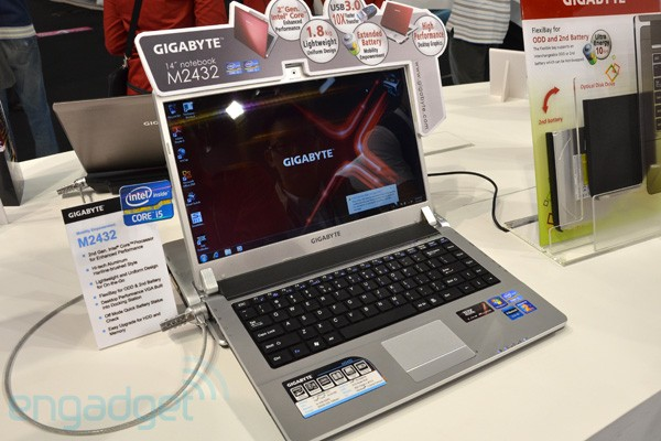Gigabyte M2432: Laptop mit GeForce GT 440-Grafikkarten-Dock