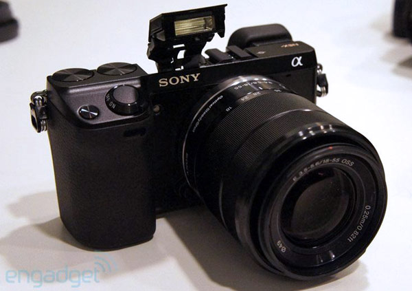Sony zeigt NEX-7: 24,3 Megapixel, OLED-Sucher (Video)