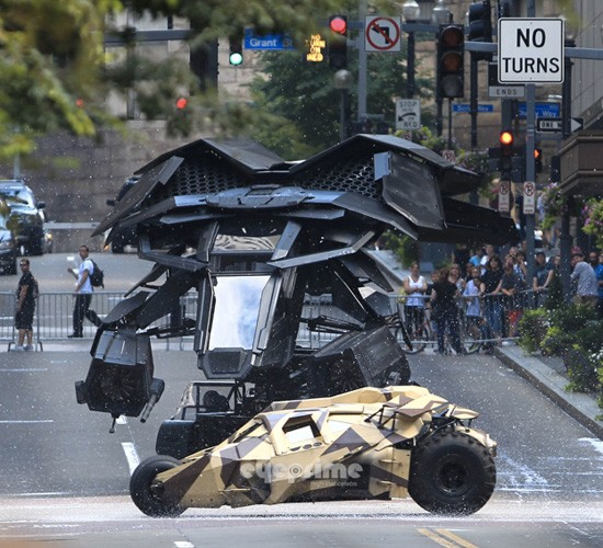 The Dark Knight Rises: Batmans neuestes Vehikel Batwing geleakt, plus Pleiten und Pannen am Set