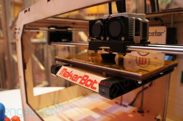 Hands-On mit dem 3D-Drucker MakerBot Replicator (Video)