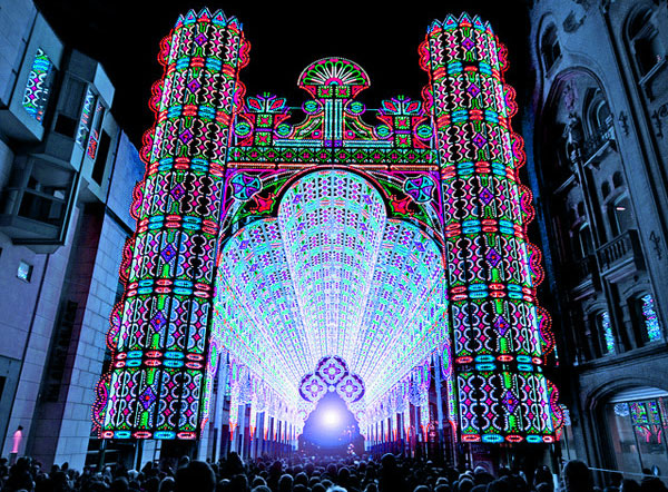 Video: Lichtkathedrale aus 55.000 LEDs macht ordentlich Bling