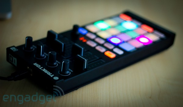 Native Instruments: Traktor Kontrol F1, Traktor 2.5, Remix Decks (Video)