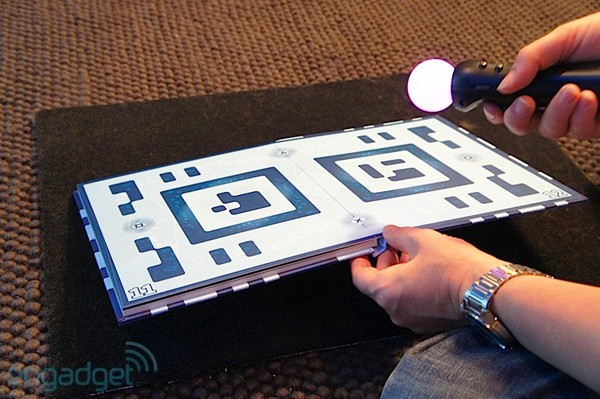 Hands-on: PlayStation-Controller-Buch Wonderbook ist Augmented-Reality-Spielfläche (Video)