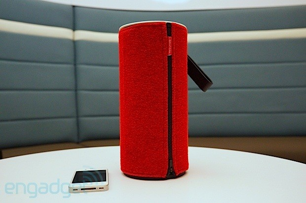 libratone zipp neuer airplay lautsprecher zum mitnehmen video engadget deutschland. Black Bedroom Furniture Sets. Home Design Ideas